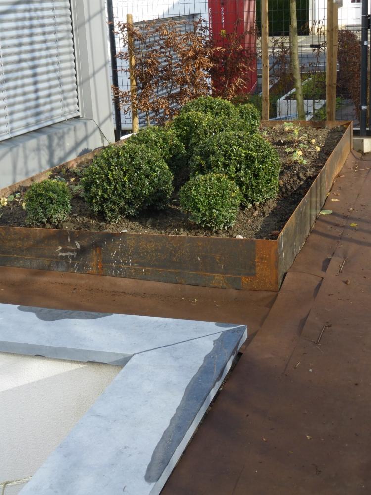 bordure terrain en pente point p bordures de jardin bassin fin du remplissage boutures de reves. Black Bedroom Furniture Sets. Home Design Ideas